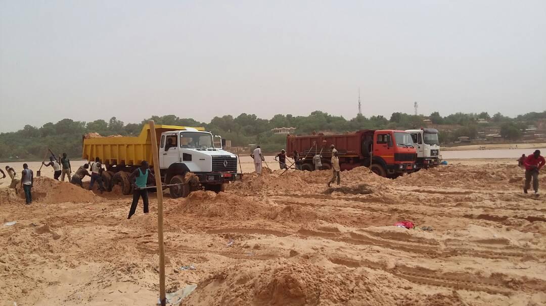 Désensablement : apparition d'une nouvelle activité dans le lit du fleuve Niger