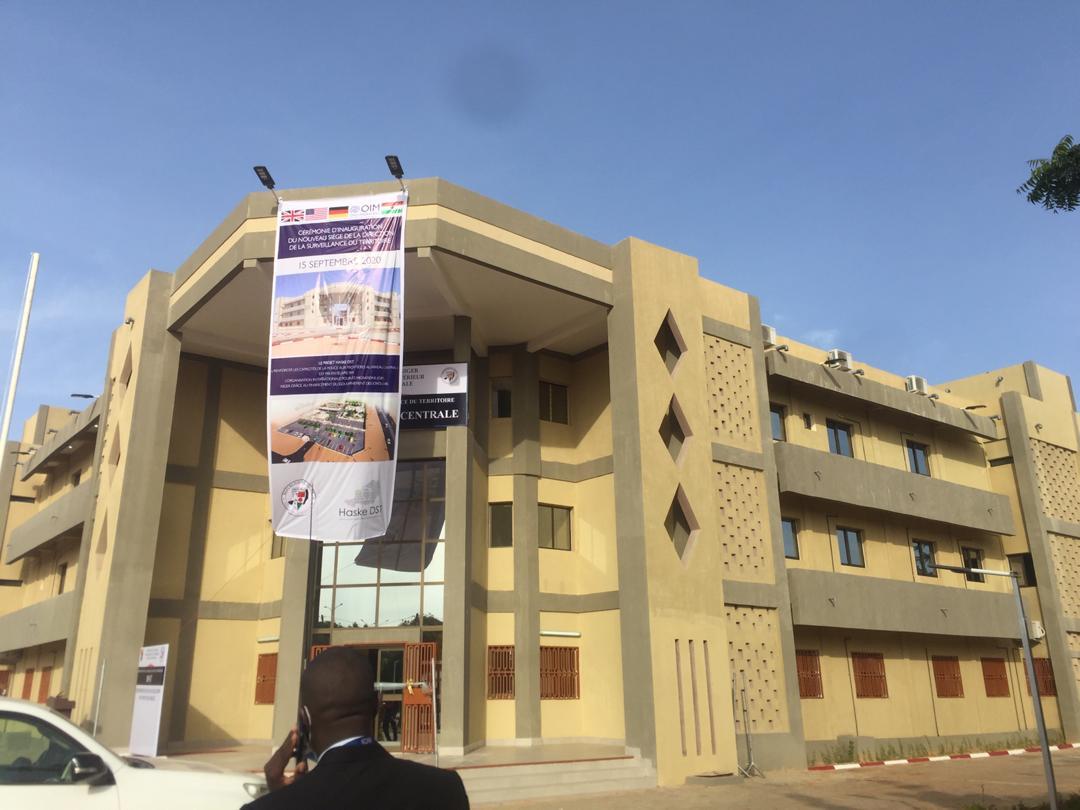 Cérémonie d'inauguration du nouveau siège de la Direction de la Surveillance du Territoire (DST)